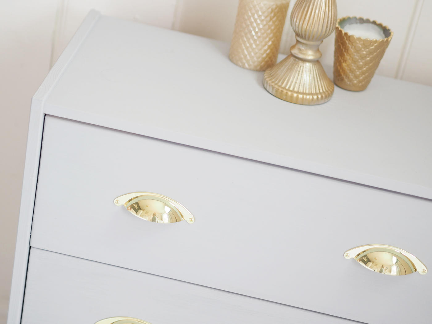 GREY DRAWERS GOLD HANDLES