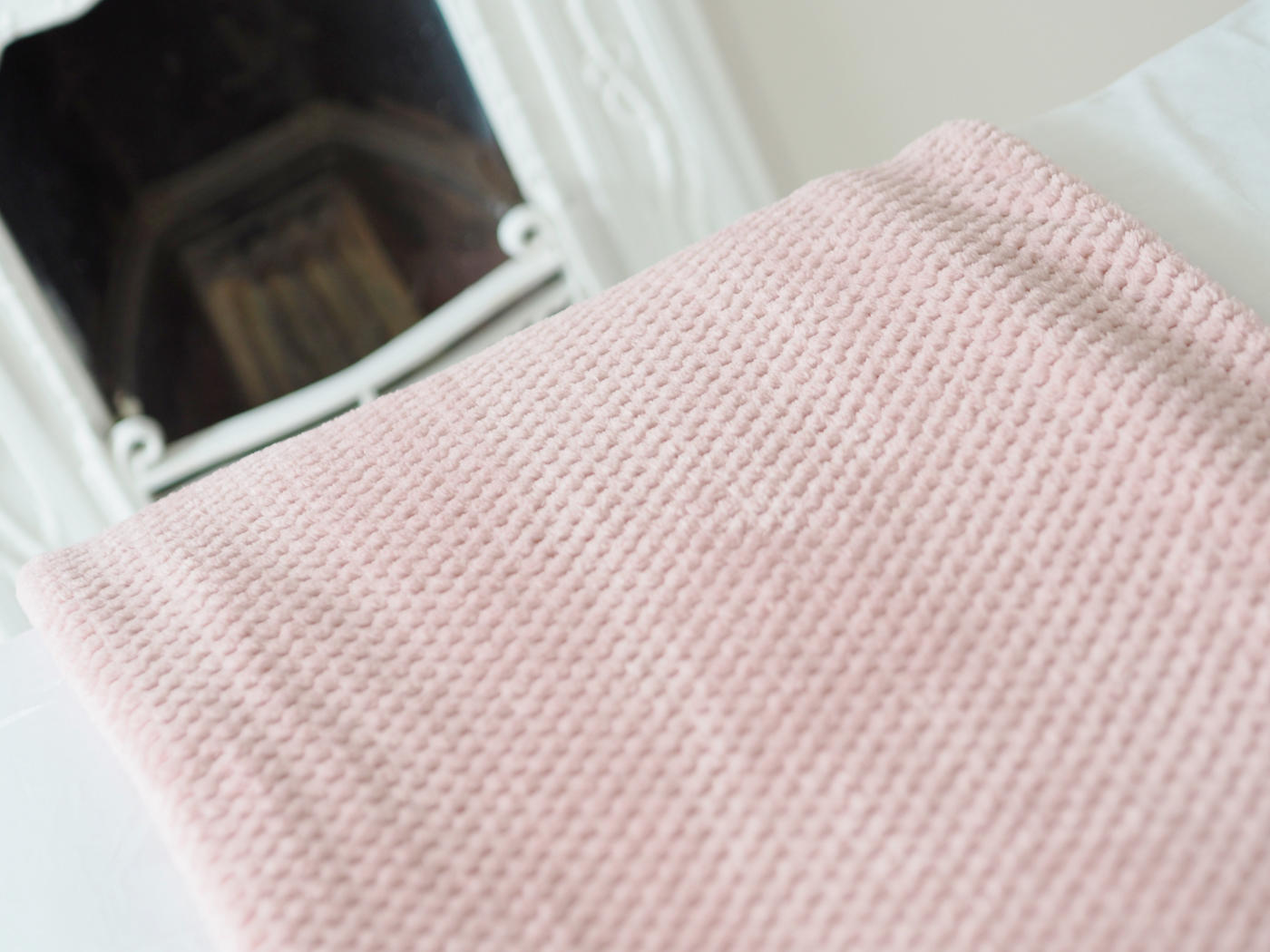 PINK BED THROW