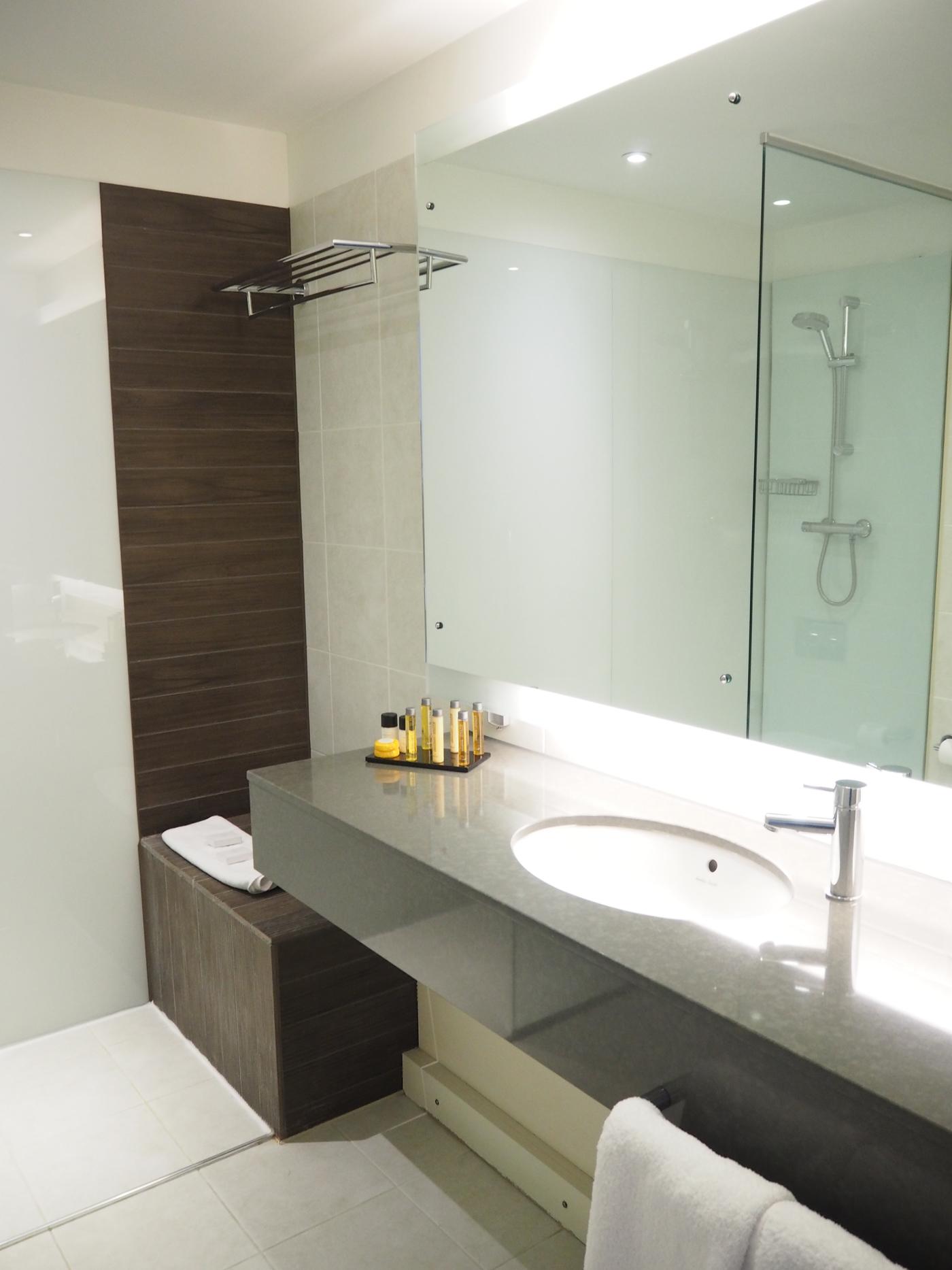 LIFEHOUSE HOTEL BATHROOM