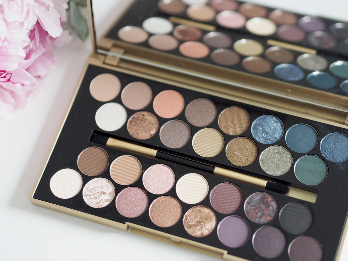 FORTUNE FAVOURS THE BRAVE PALETTE