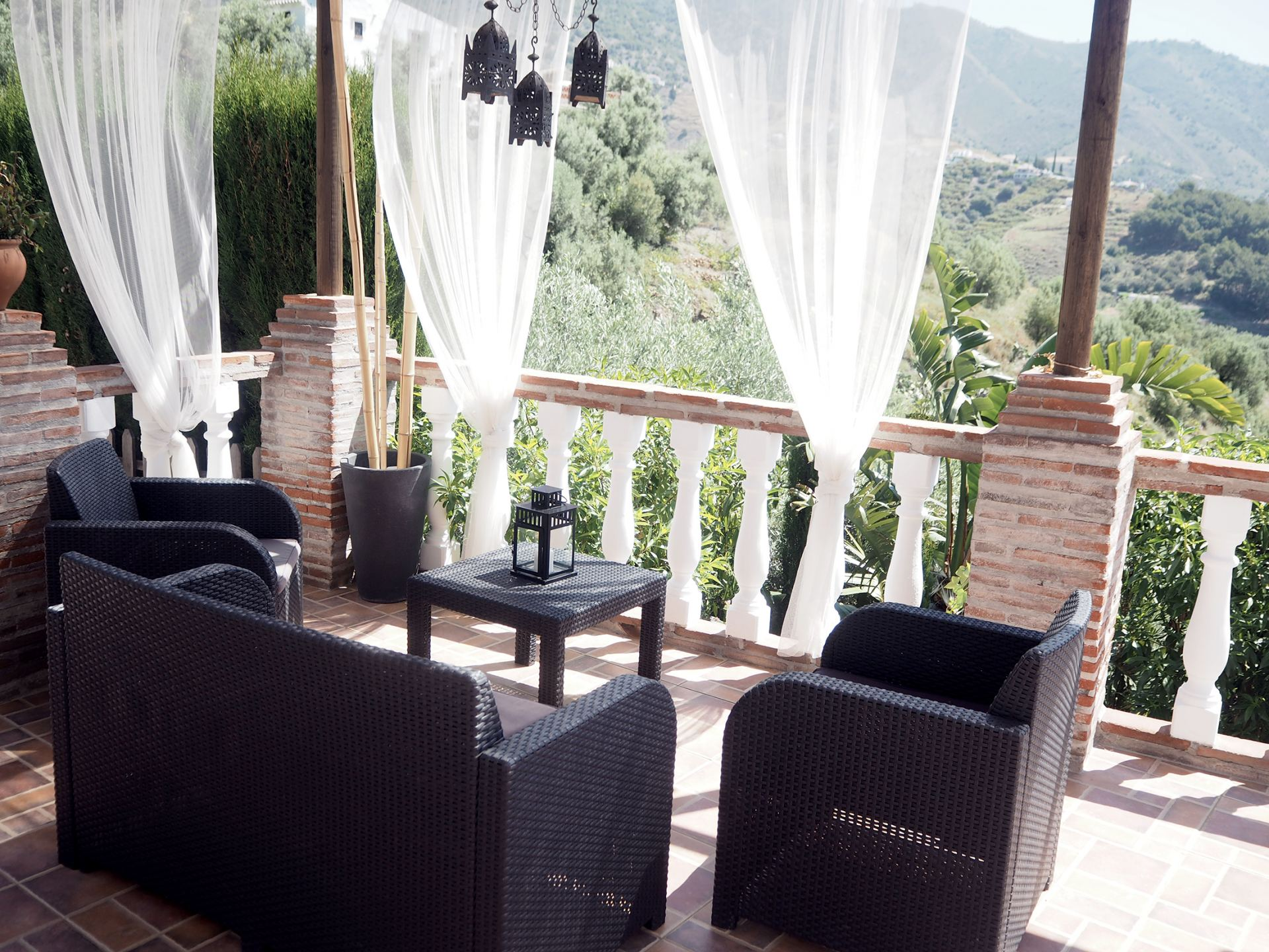 CORTIJO JAINE FRIGILIANA SEATING AREA