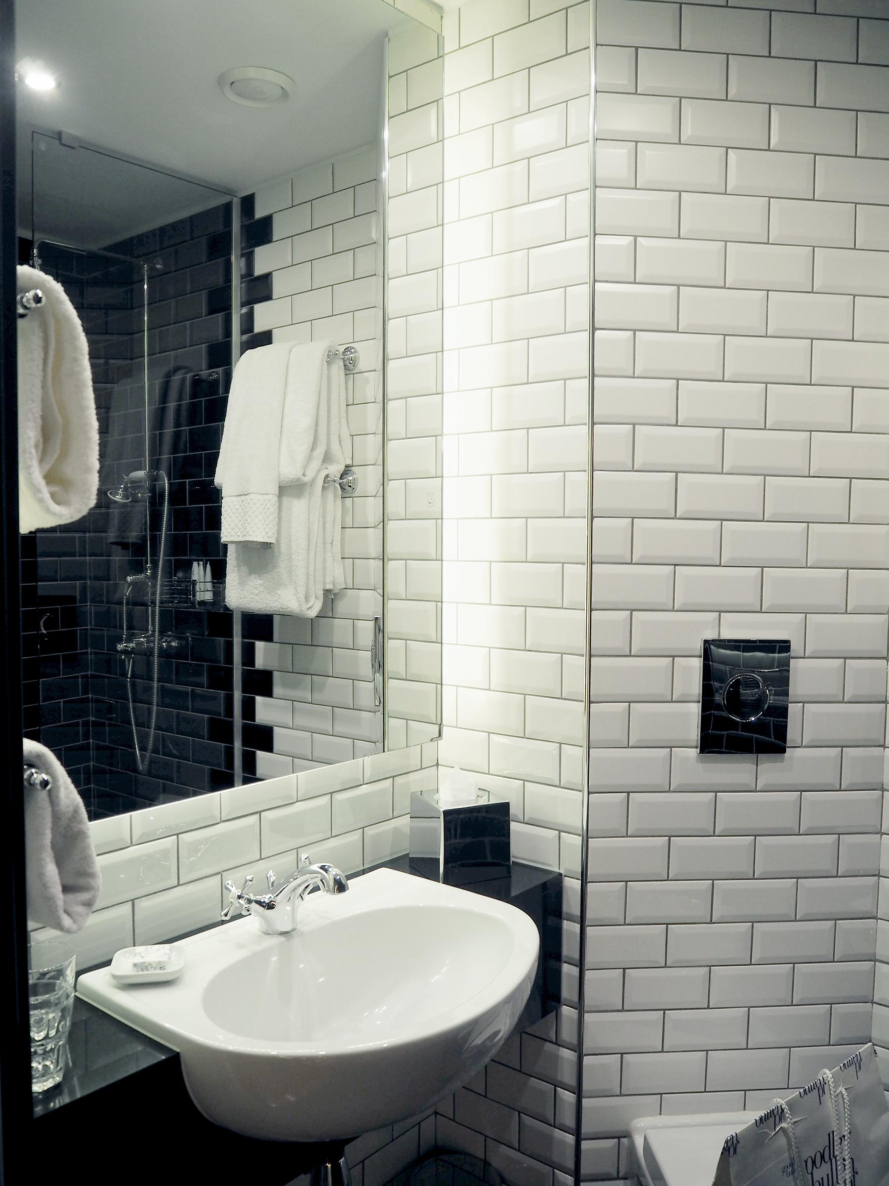 Hoxton Hotel Holborn bathroom