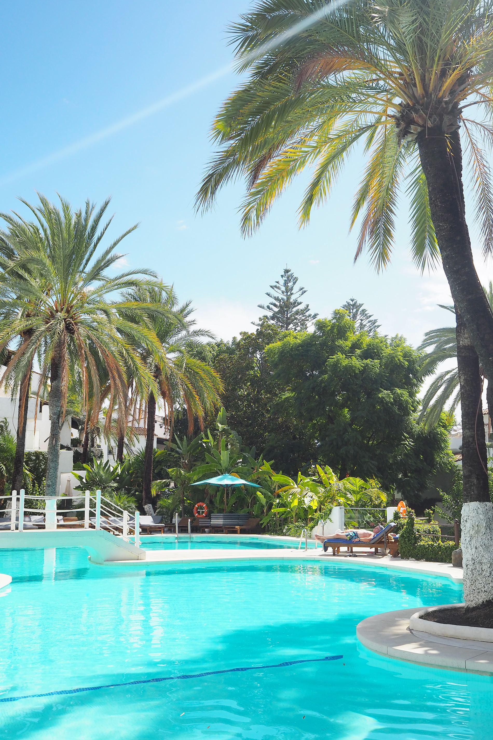 puente romano marbella pool