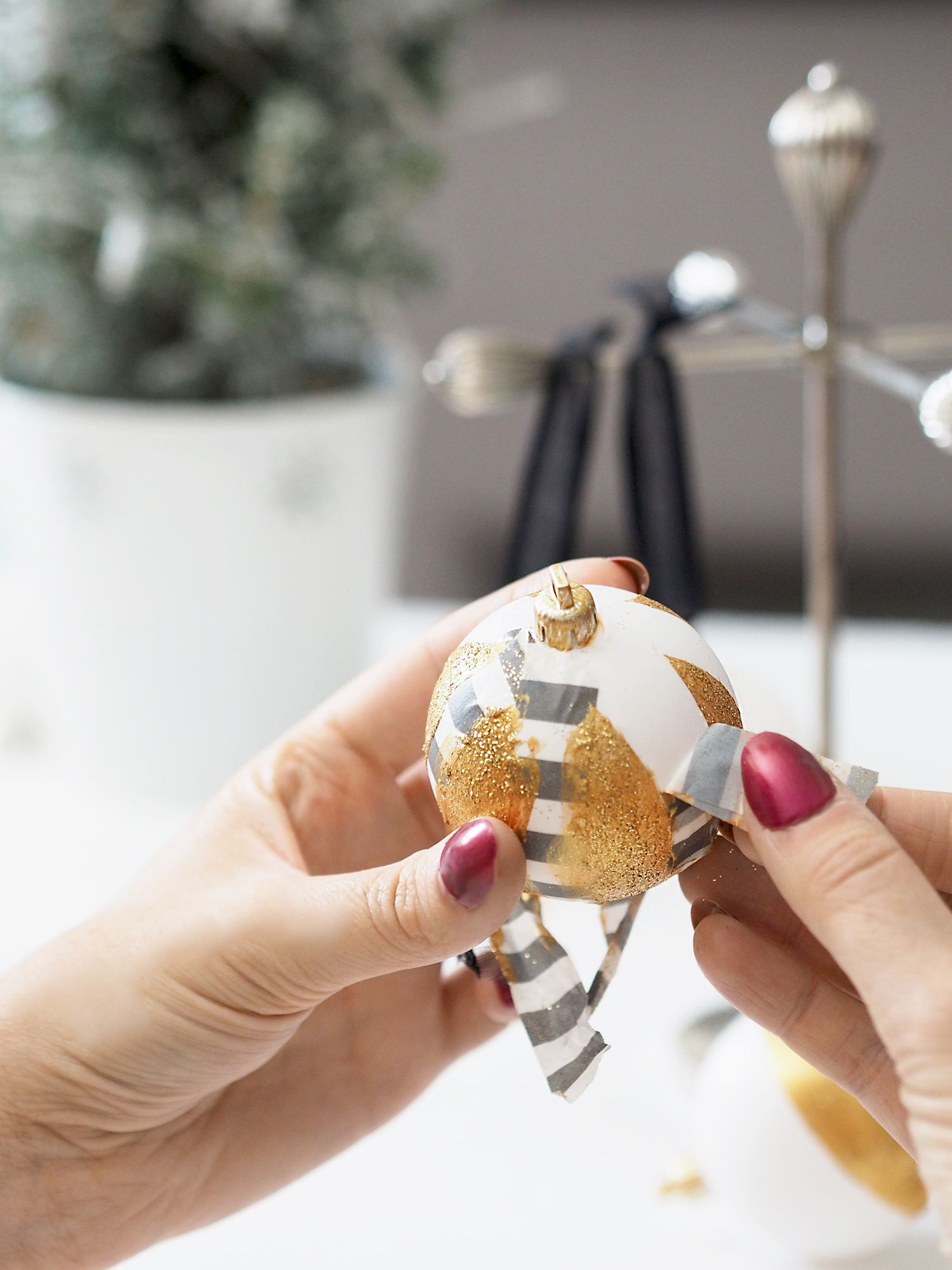 gold glitter bauble diy