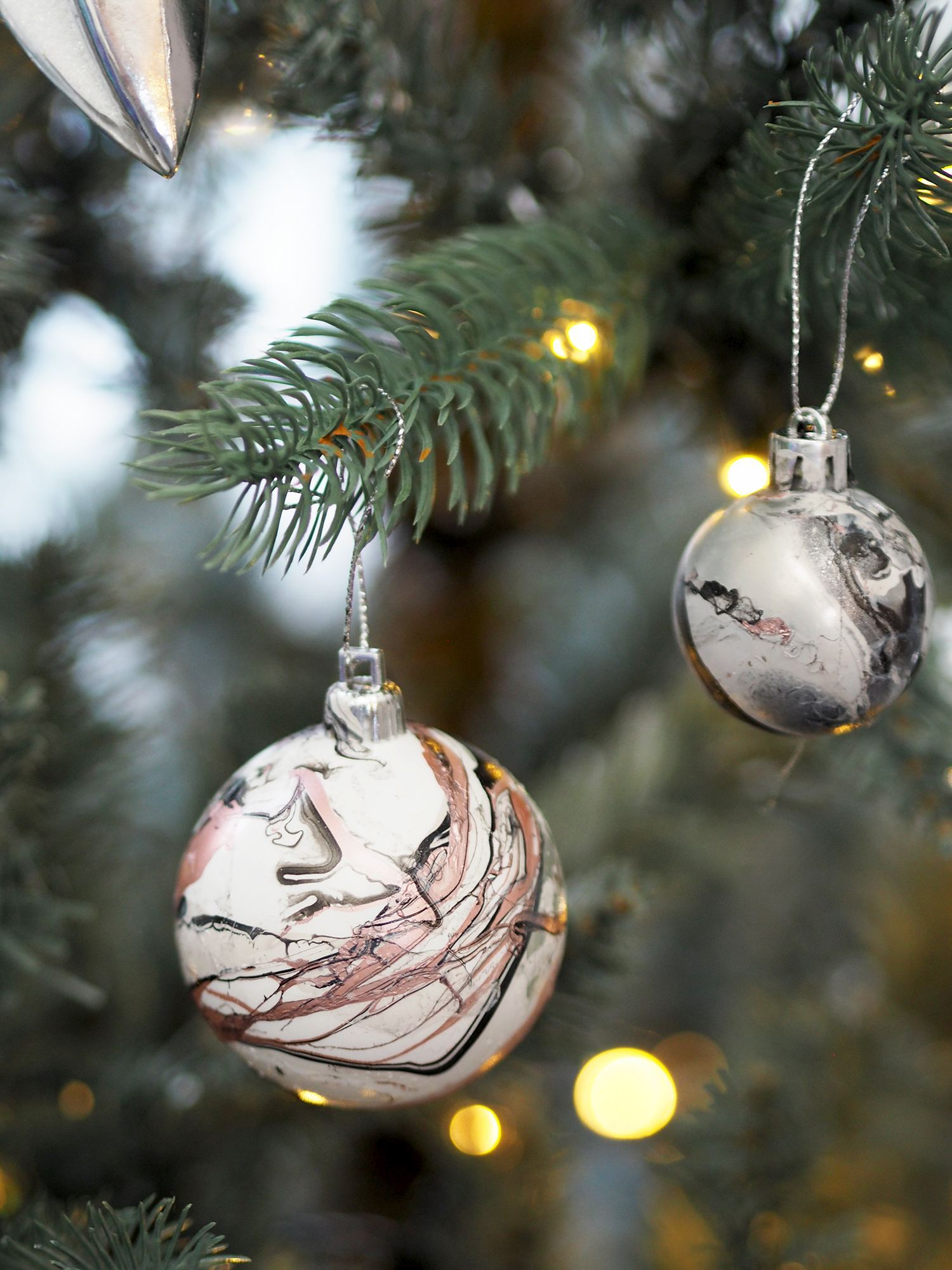 DIY MARBLE BAUBLE