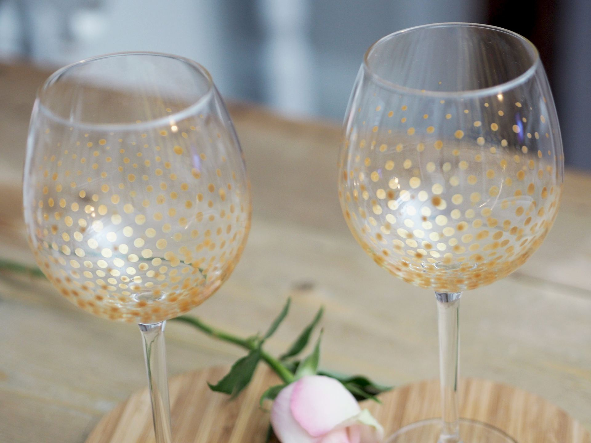 easy diy gold dot wine glasses