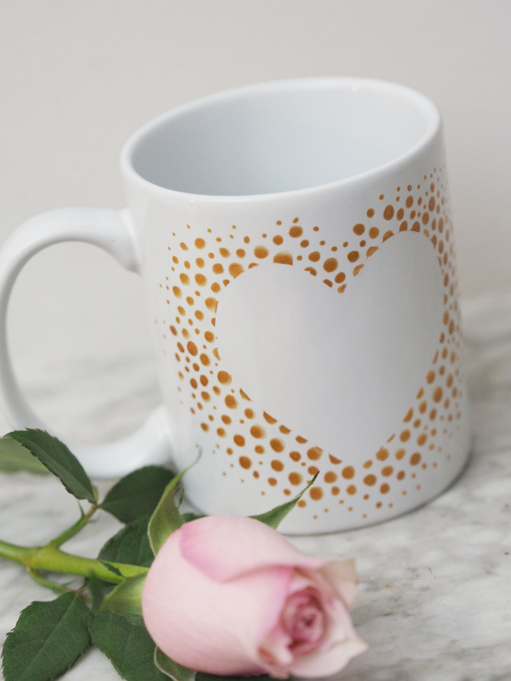 easy diy valentines gifts gold heart mug tutorial