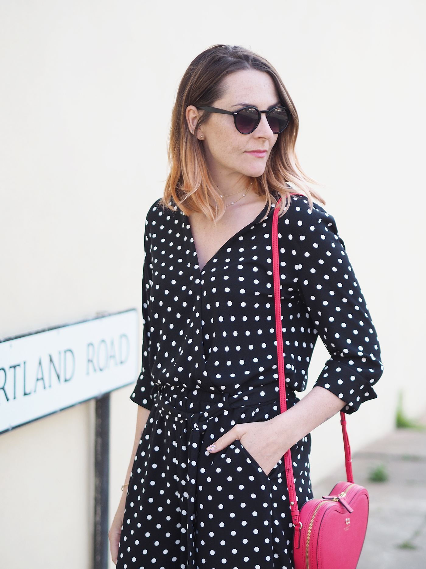 casual jumpsuit outfit with heart shaped bag