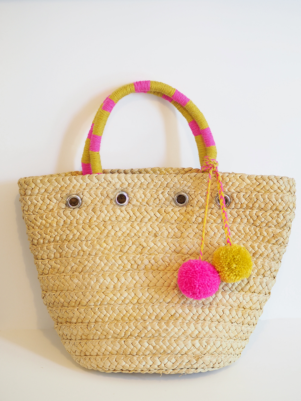 pom pom straw bag diy