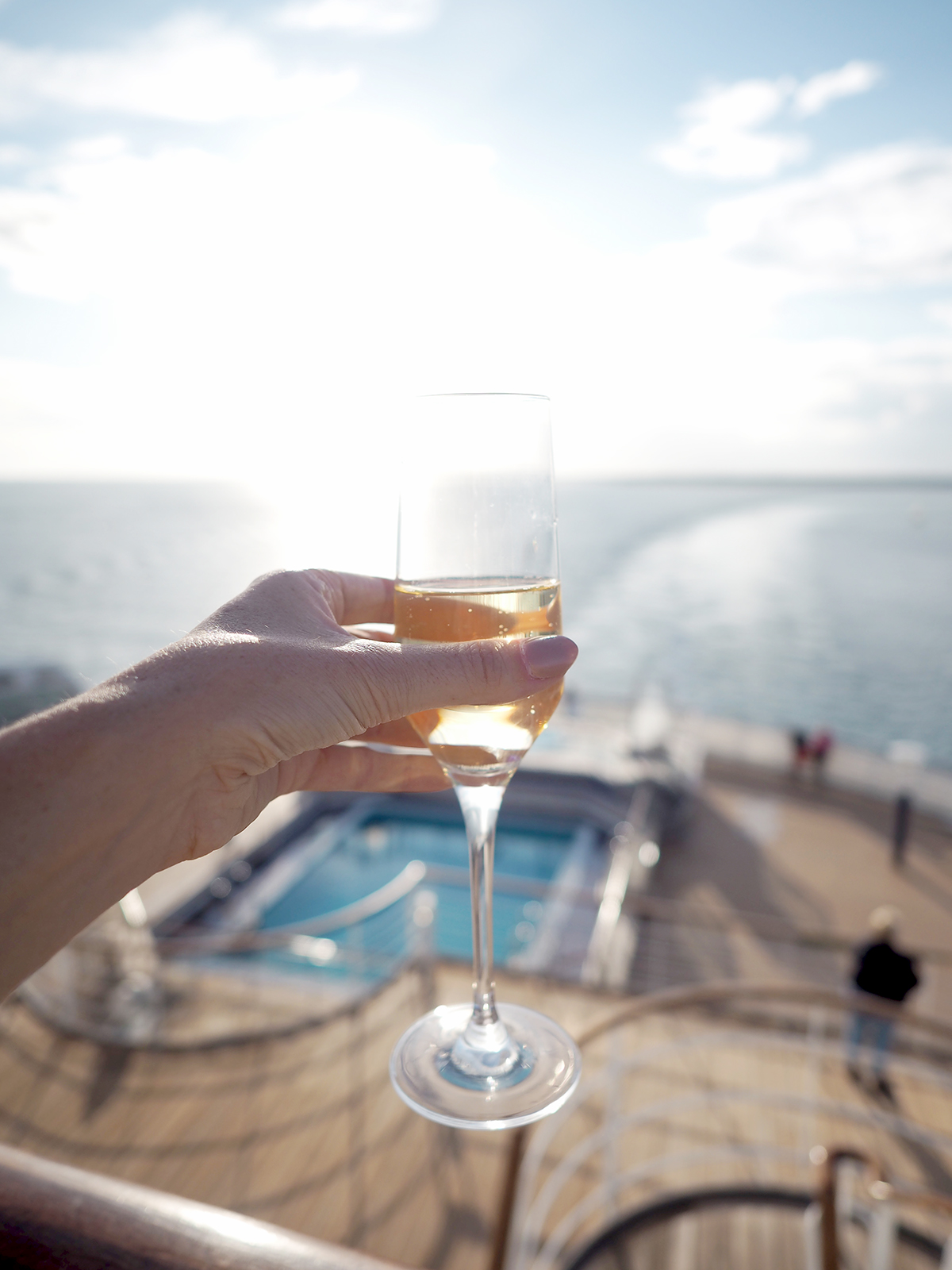 Cunard Queen Mary 2 sail away party
