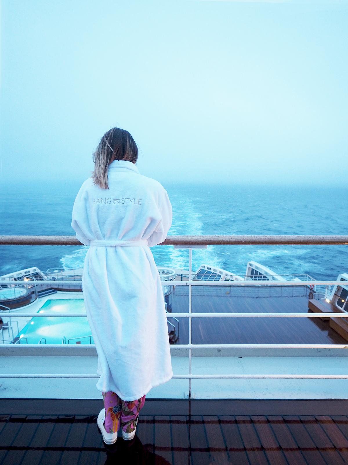 Cunard Queen Mary 2 pool deck