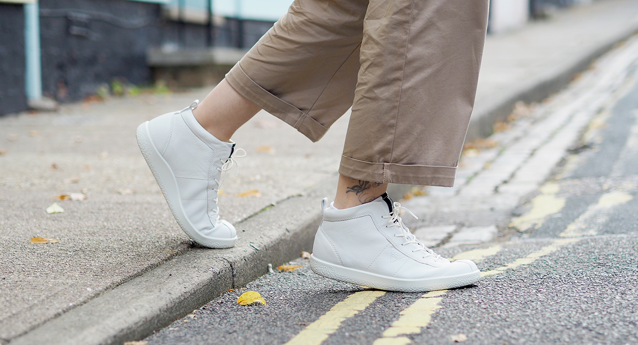 ecco trainers with casual outfit