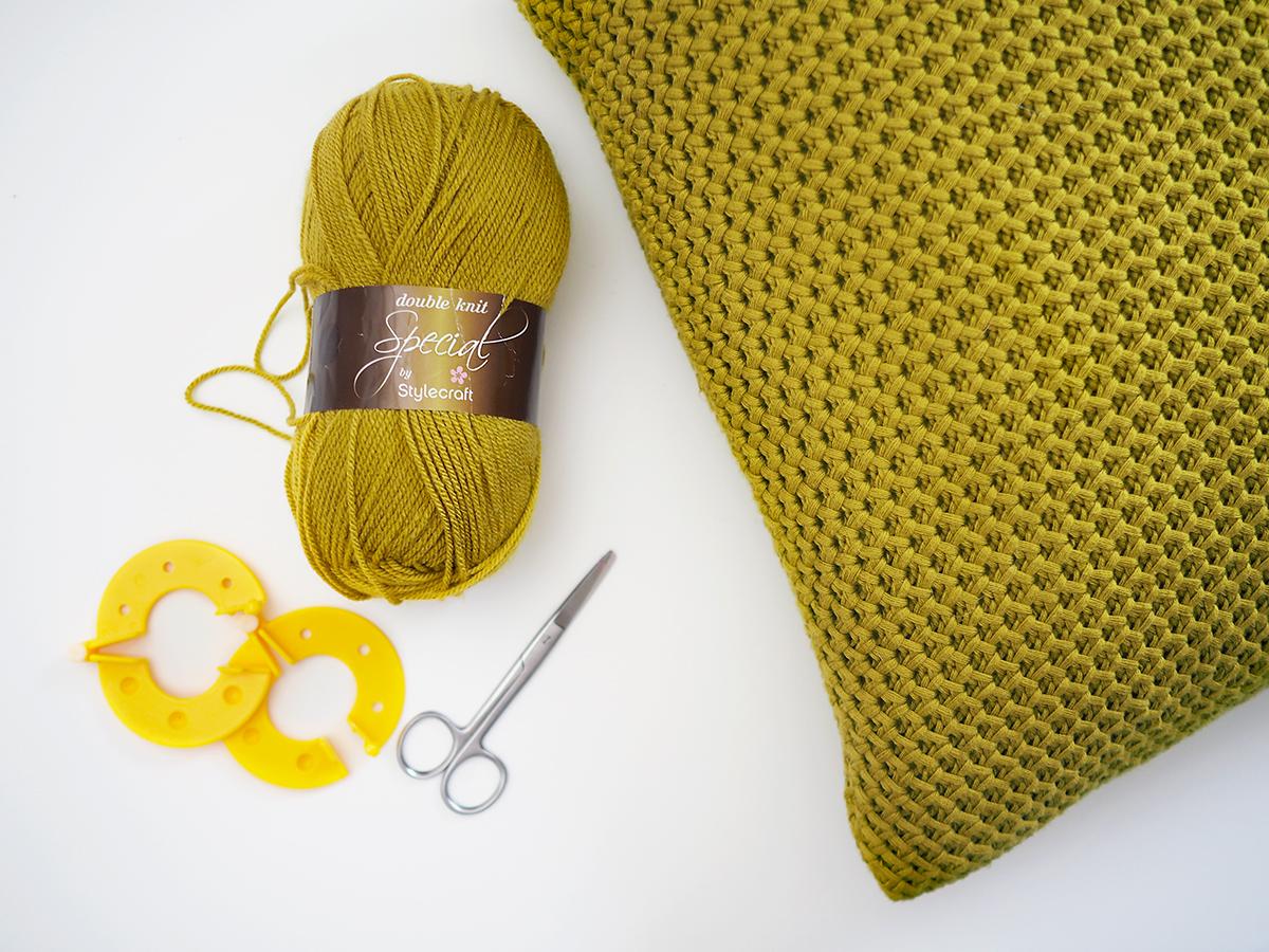 Pom Pom Cushion diy | 10 Minute DIY Bang on Style
