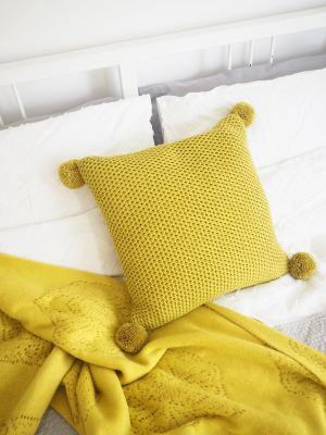 pom pom cushion diy tutorial