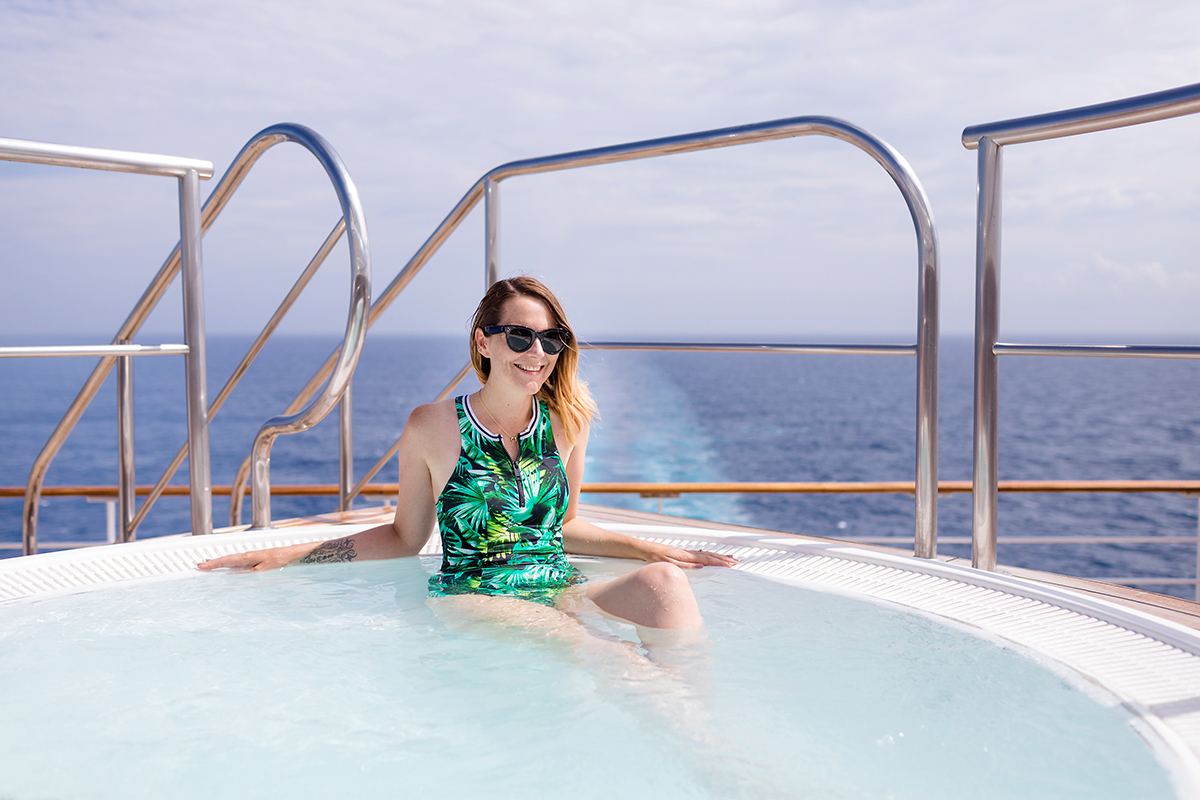 Cunard Queen Mary 2 Jacuzzi grill deck