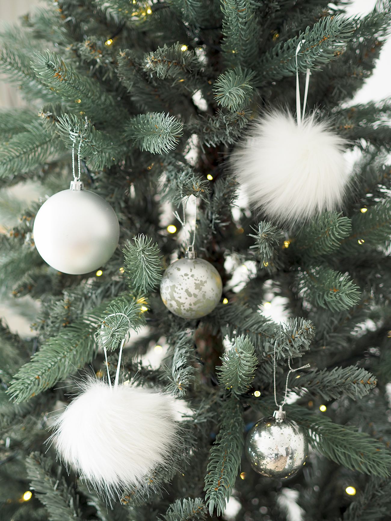 pom pom tree decorations