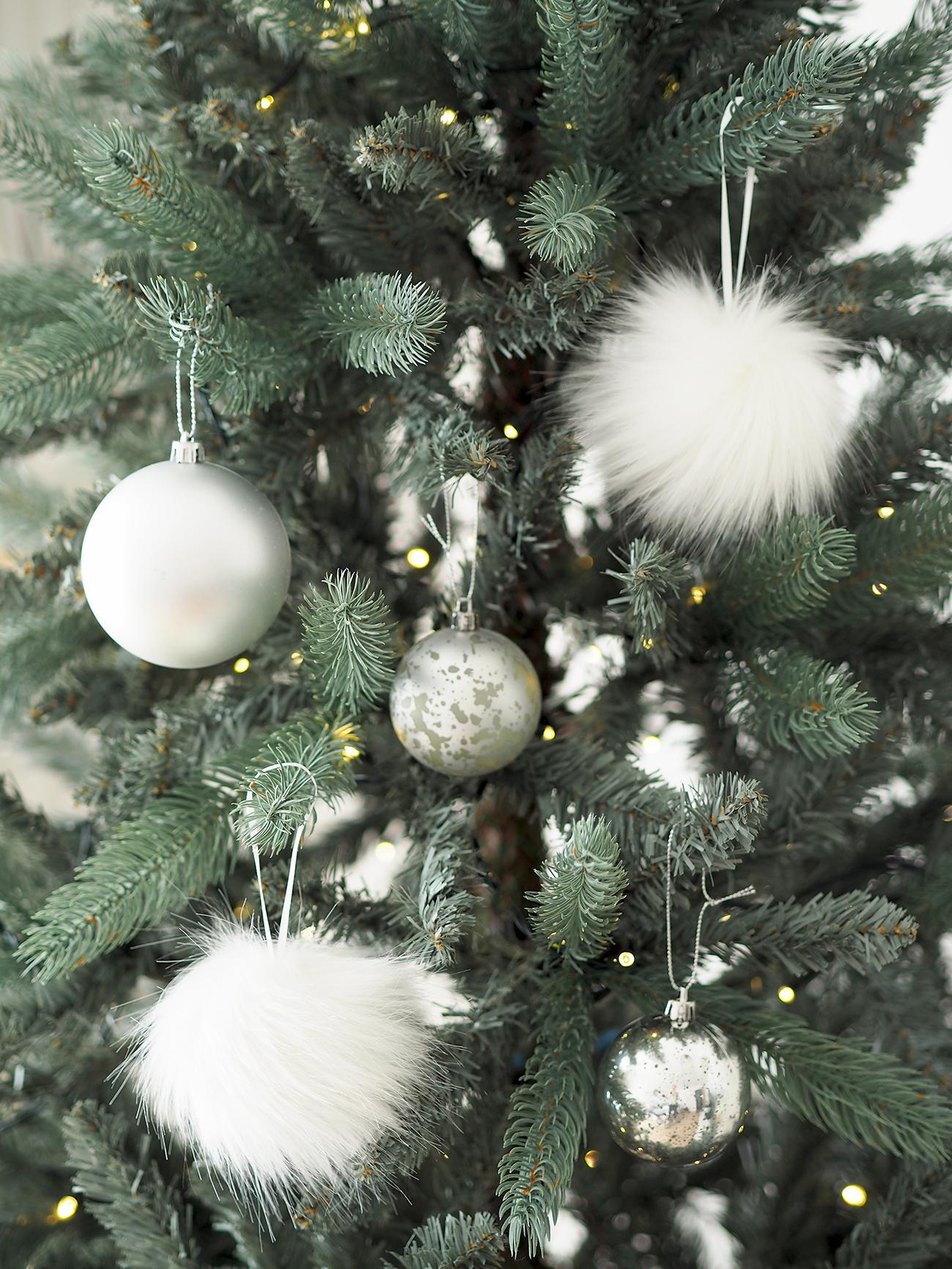 pom pom tree decorations