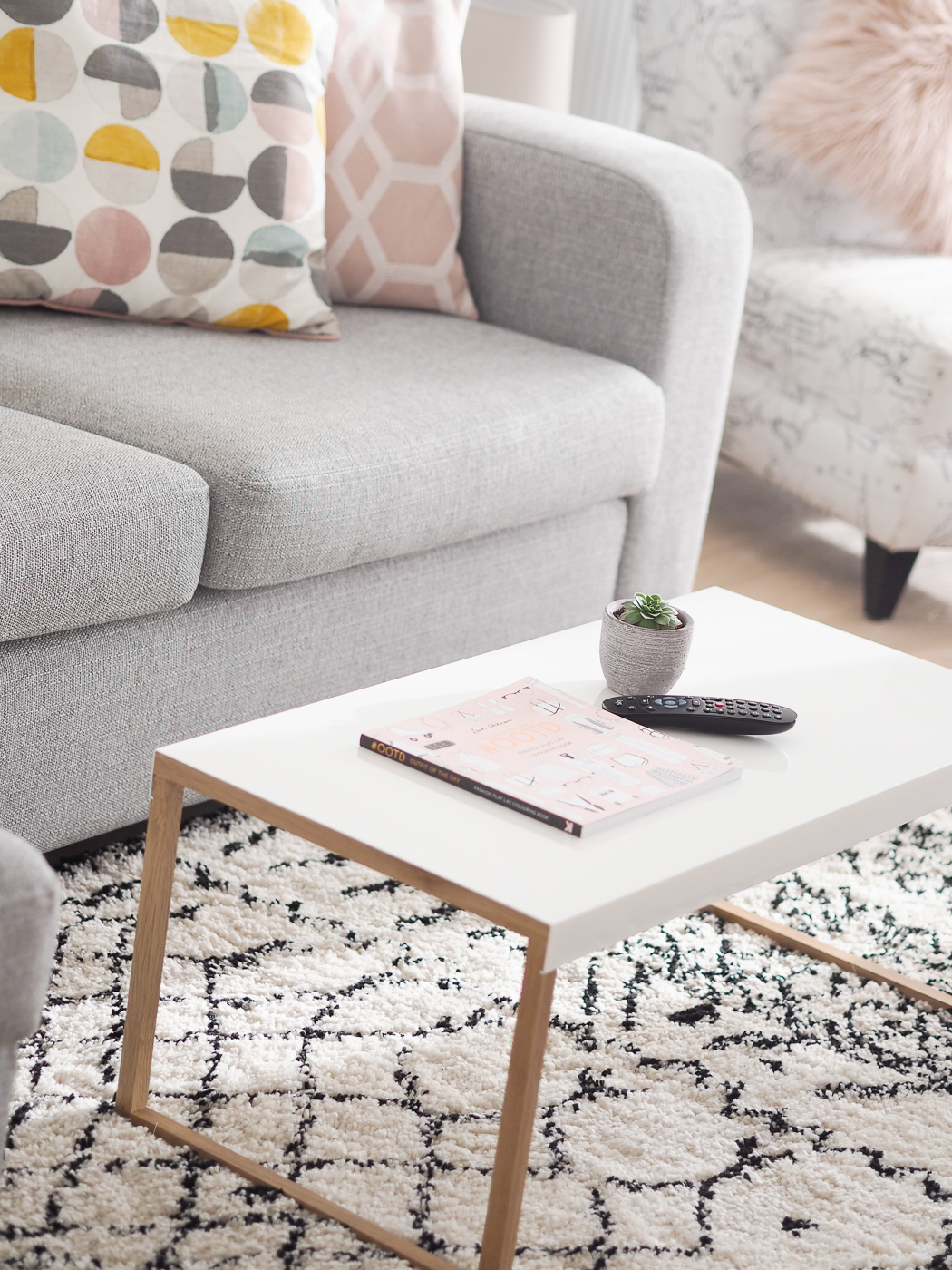 habitat coffee table white