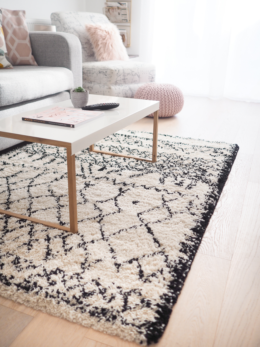 la redoute rug and habitat table