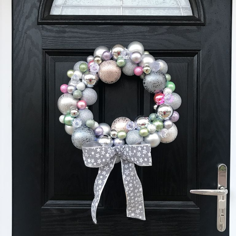 christmas bauble wreath diy tutorial