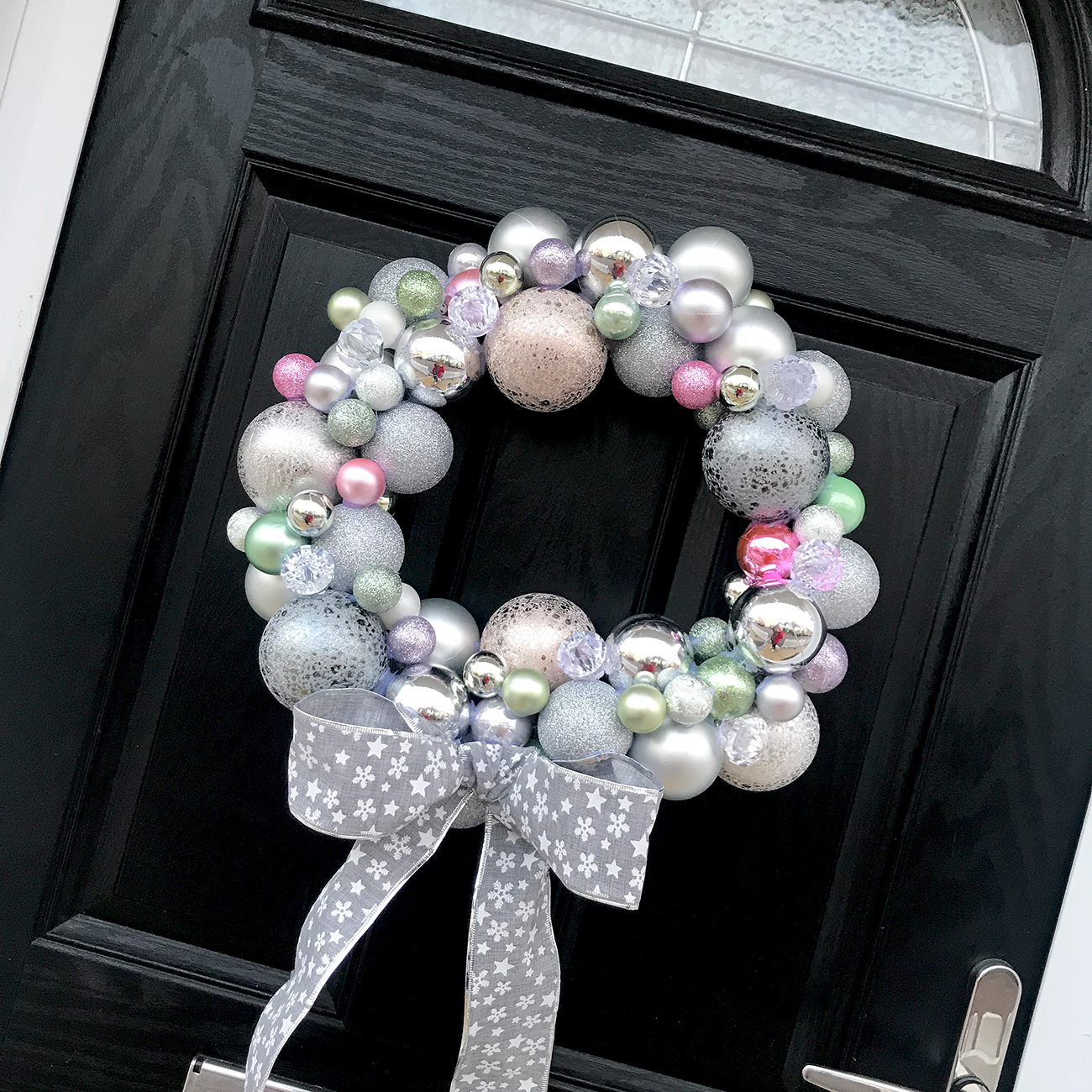 diy christmas bauble wreath tutorial