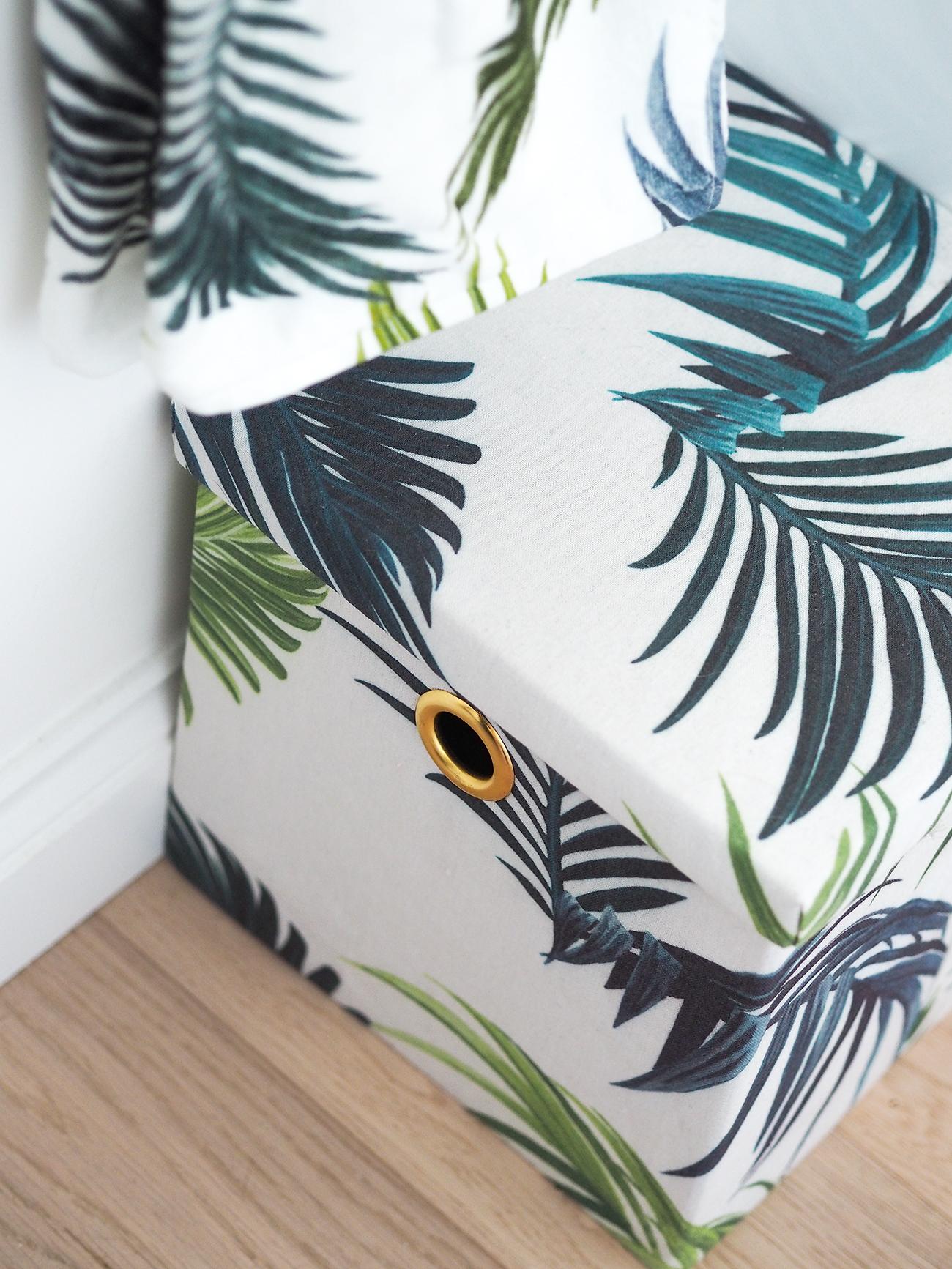 palm print towels