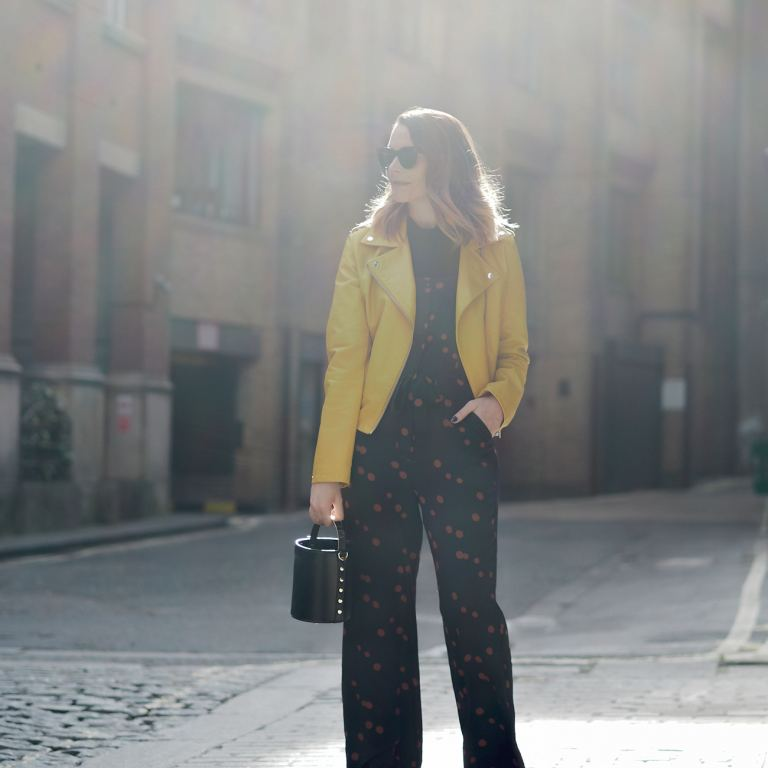 three ways to shoot outfit photos in sunshine