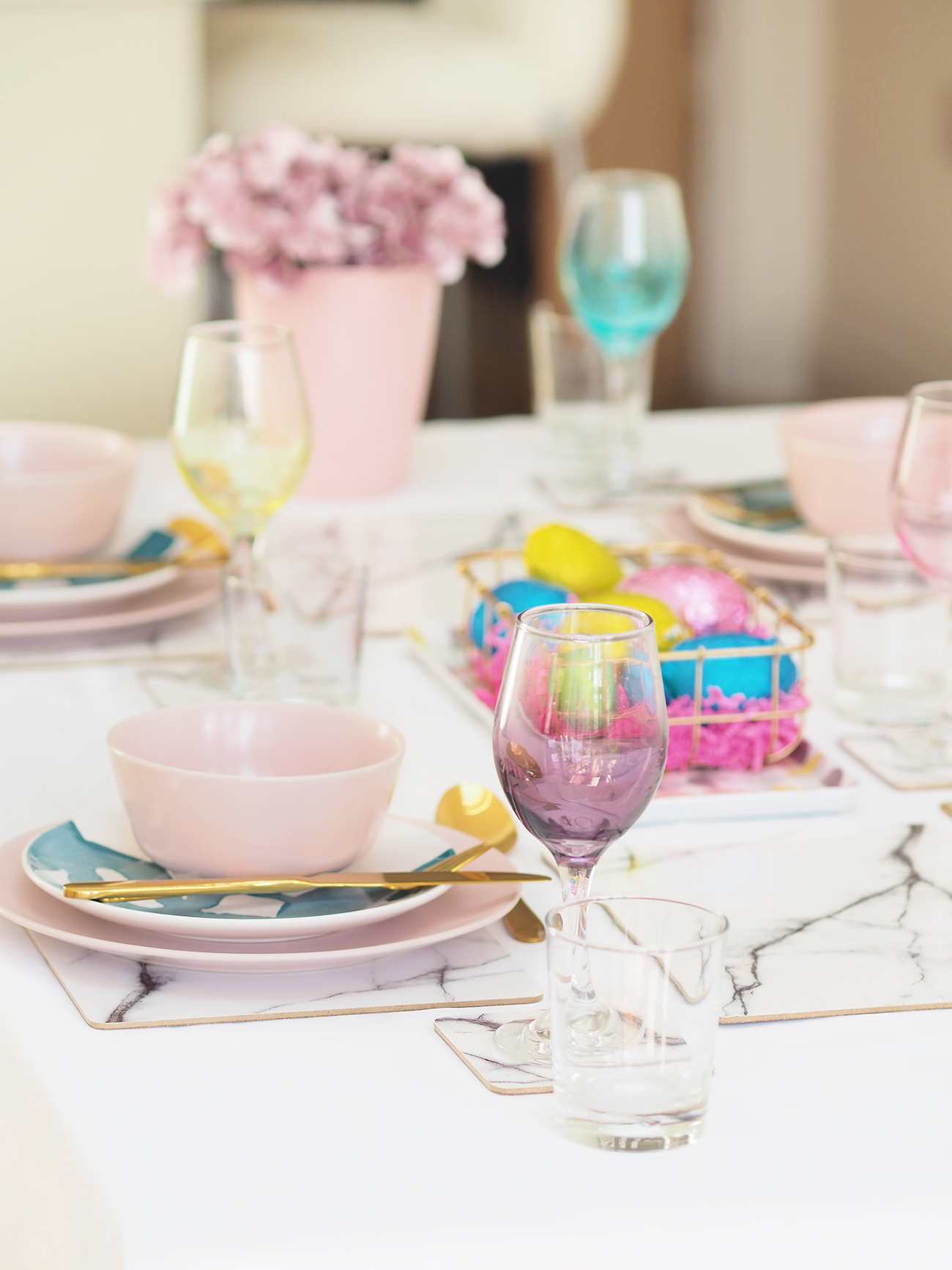 pink and marble table dressing