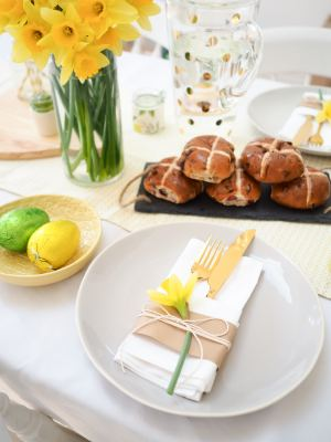 yellow and green easter table dressing