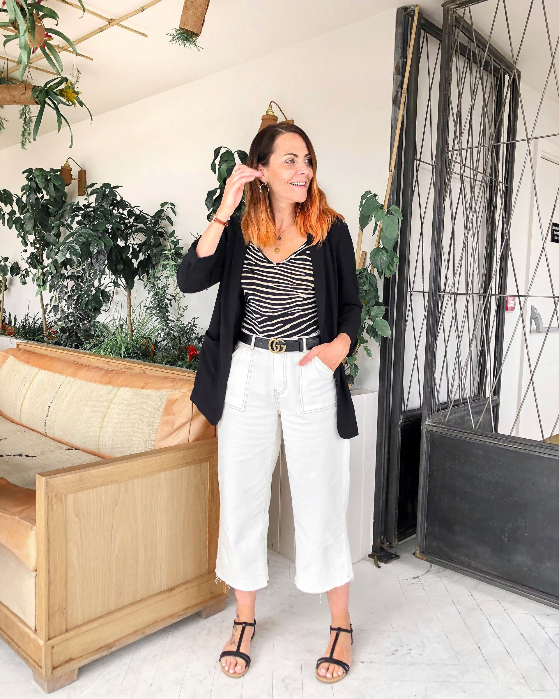 CREAM JEANS OUTFIT WITH BLAZER