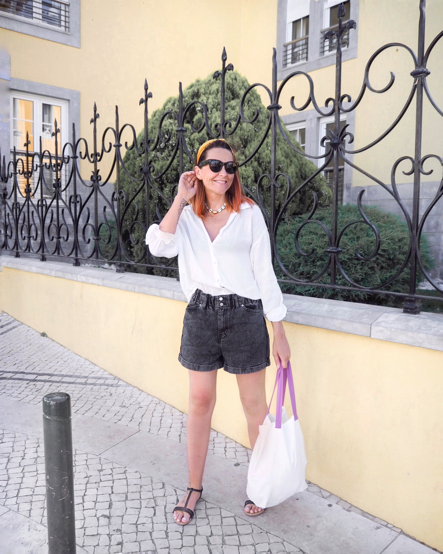 denim shorts holiday outfit